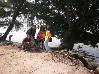 me & rombongan di pulau tidung kecil