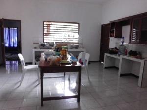 dapur + meja makan